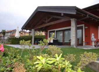 Villa recente con vista lago, Arizzano
