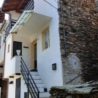 Casa semi indipendente in centro storico, Cossogno