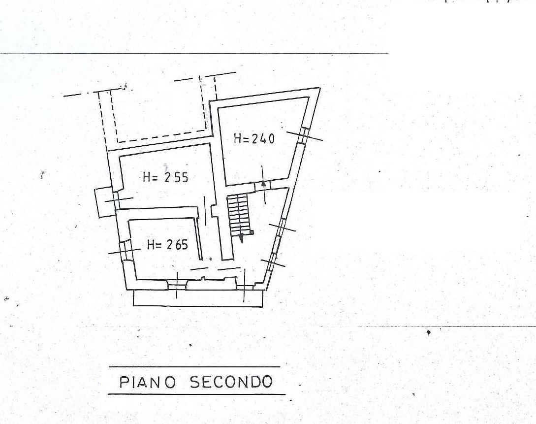 Casa semi indipendente con 2 posti auto, Bieno