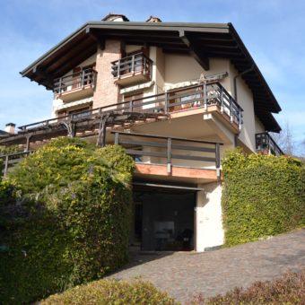 Villa singola con parco e vista lago, Arizzano