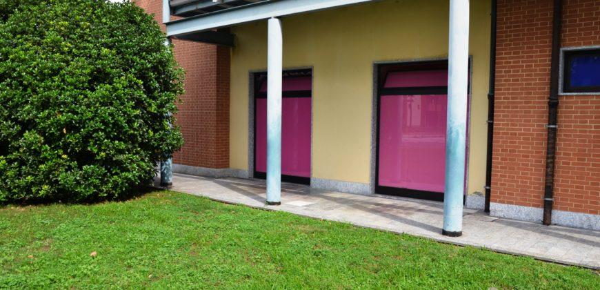Foto Negozio con doppio ingresso e 15 vetrine, Verbania Pallanza