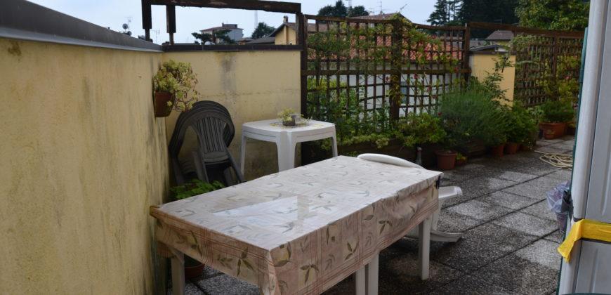 Ampio trilocale con terrazzo, Verbania, Intra