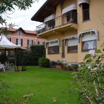 Villa con giardino a 100m dal lido, Suna