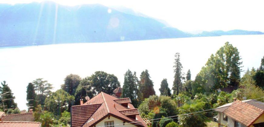Villa con piscina, parco, vista lago, Ghiffa