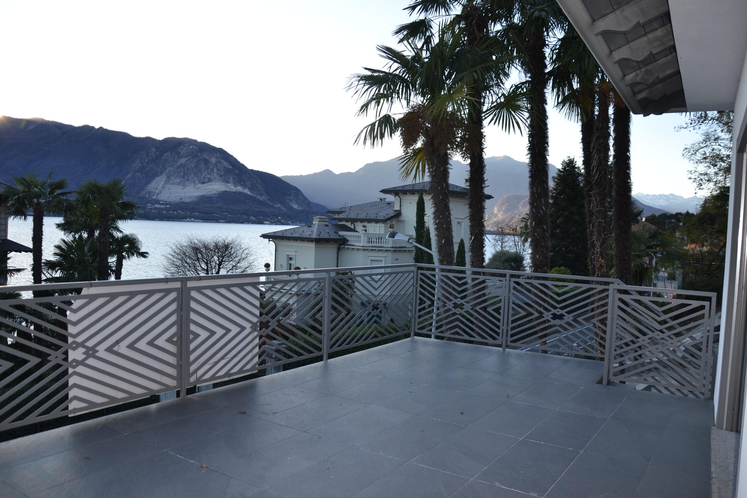 Villa con vista lago, Suna. Dall'antico al moderno