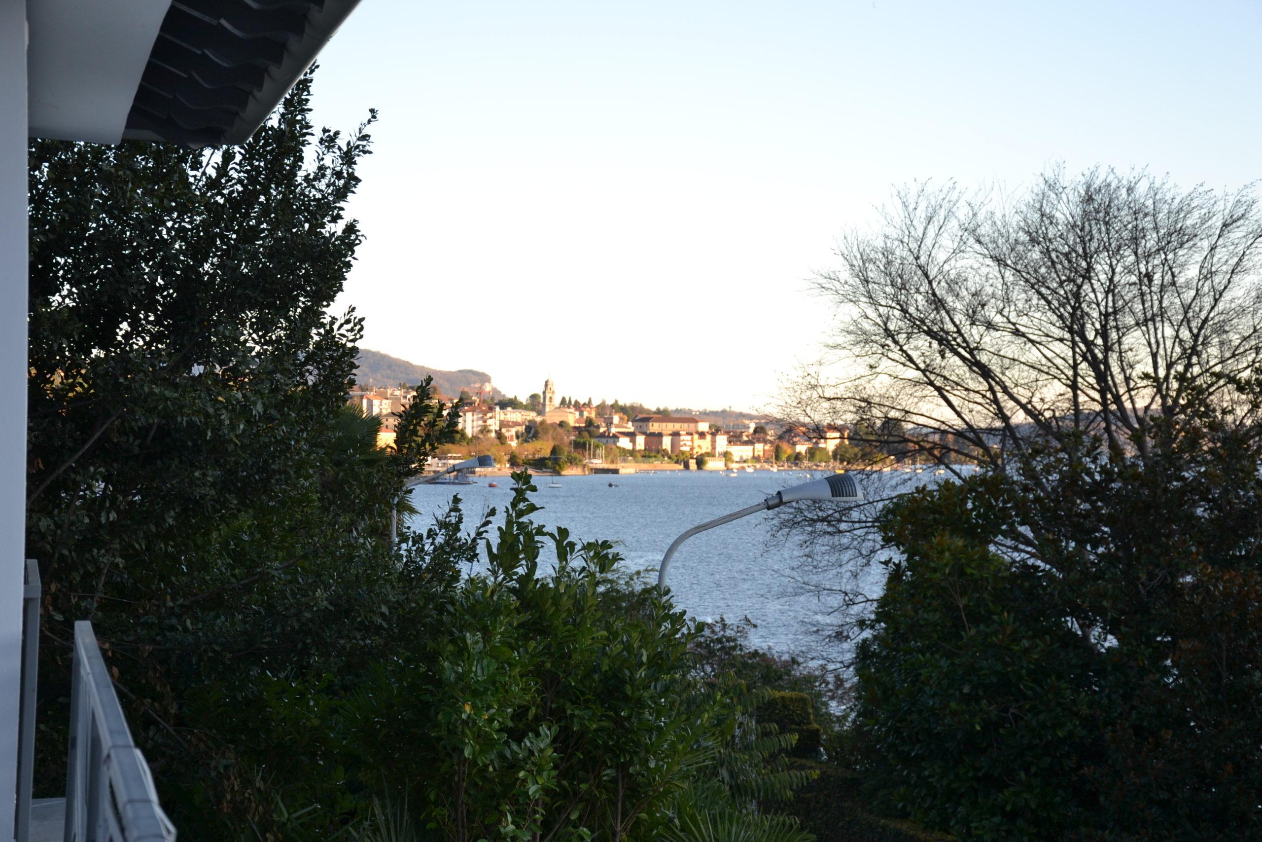Foto Villa con vista lago, Suna. Dall'antico al moderno