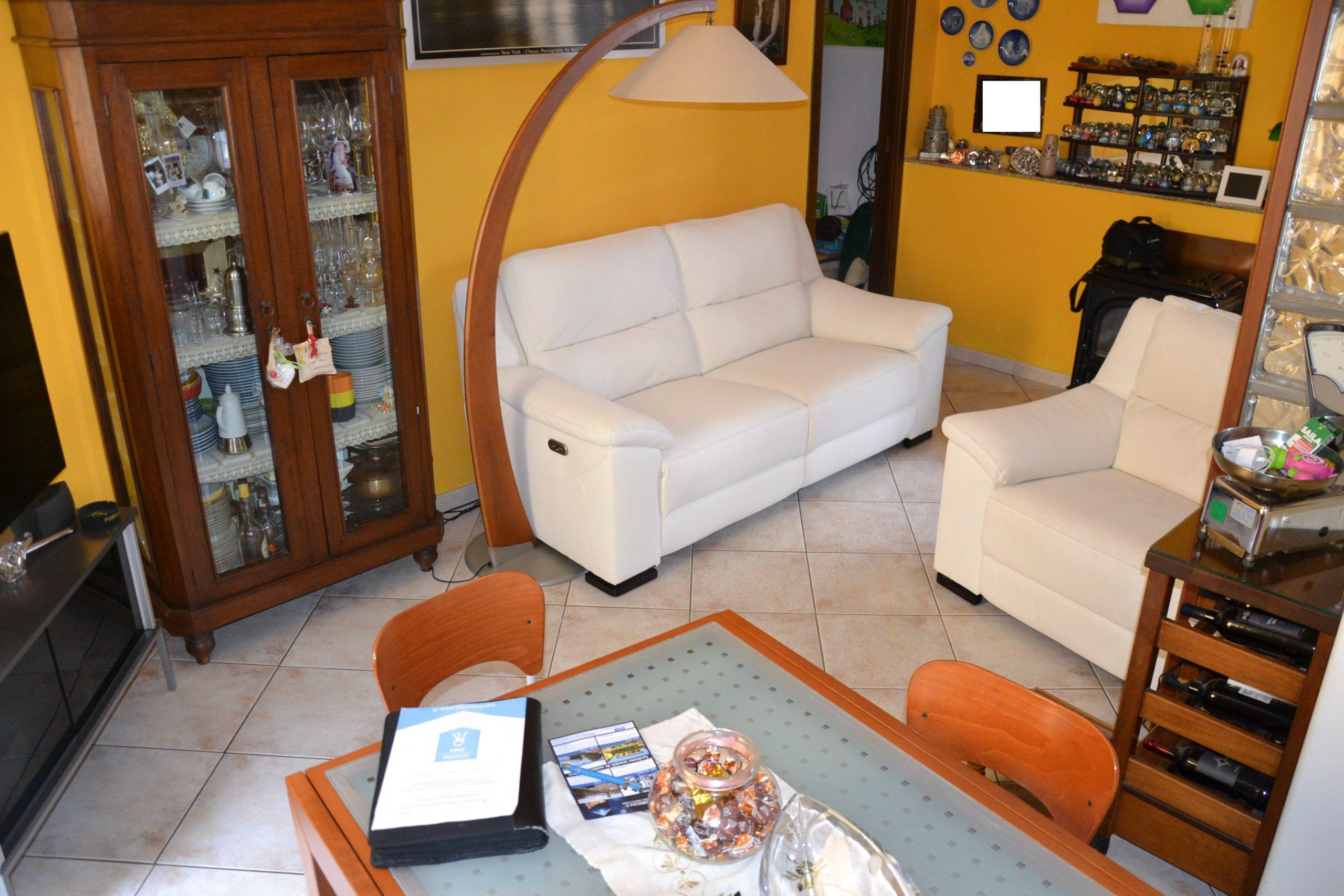 Foto Trilocale termoautonomo, ultimo piano, Intra
