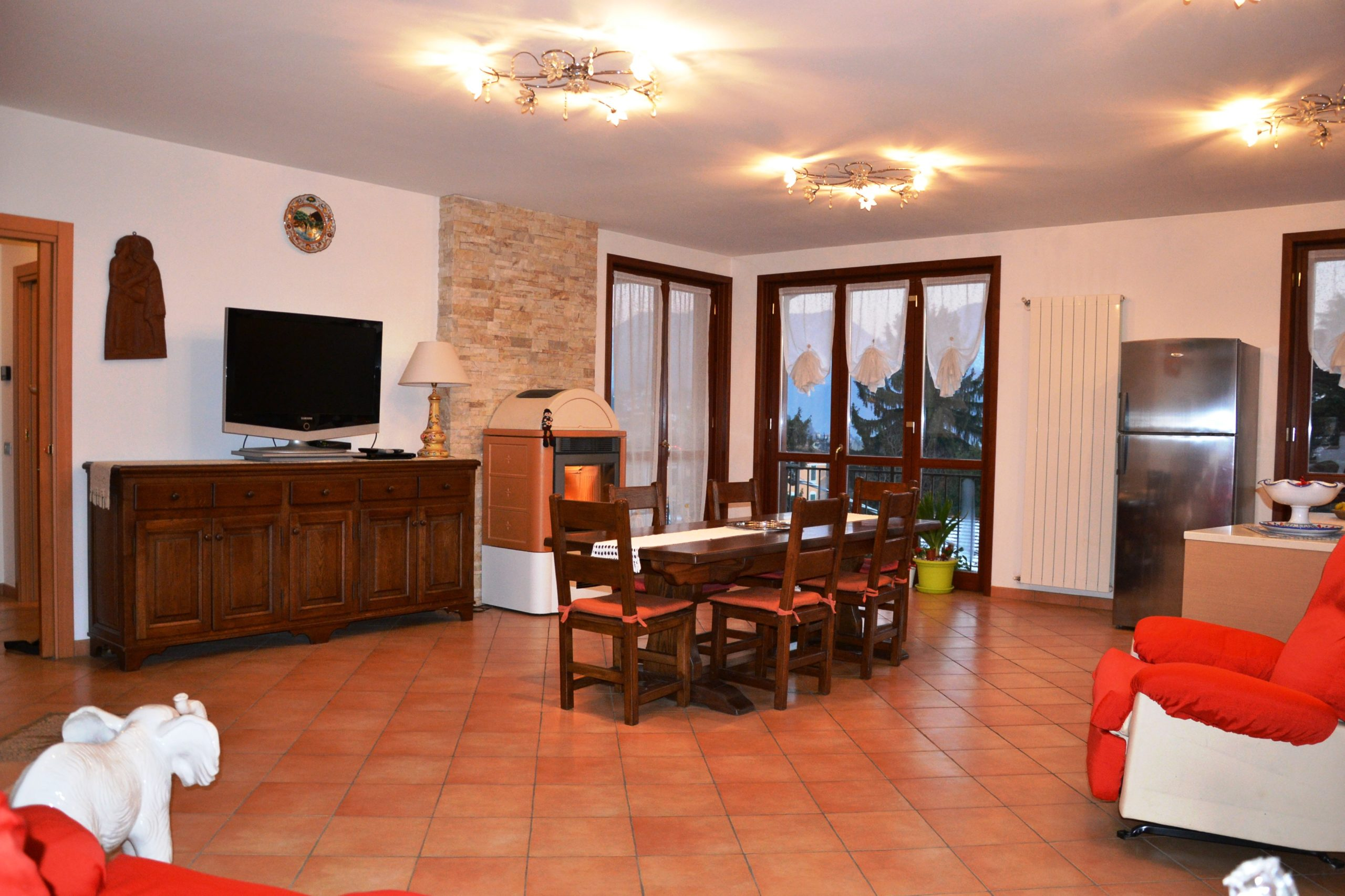 Intra: appartamento duplex di 200 mq, 2 terrazzi