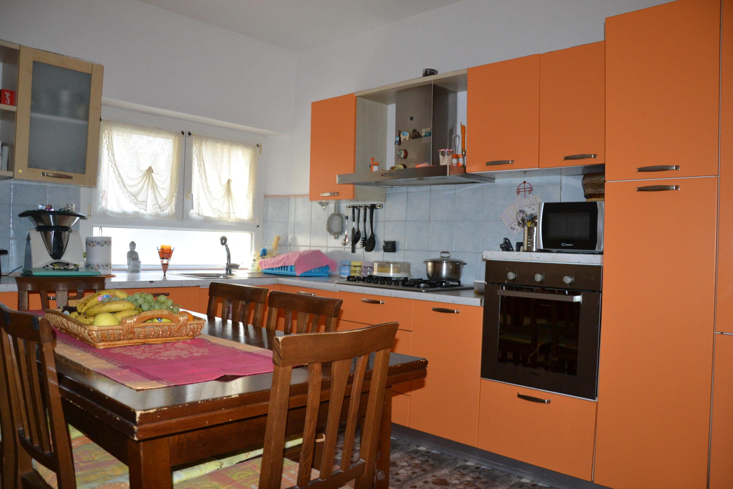 Casa autonoma con giardino, 4 camere matrimoniali, Ramello