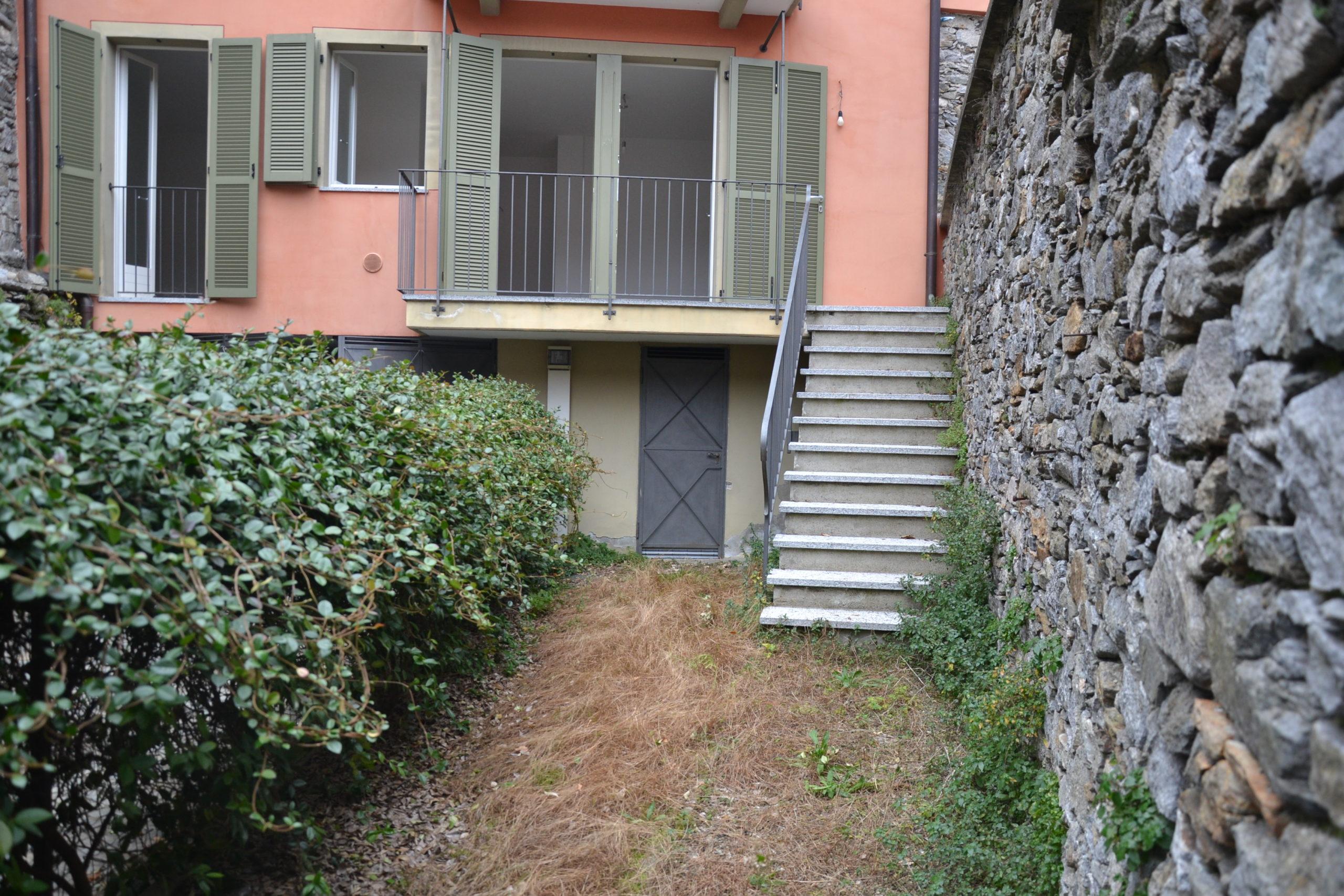 Foto Trilocale con giardino, Arizzano