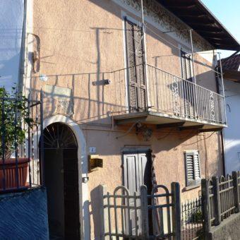 Casetta semi indipendente da ristrutturare,Vignone