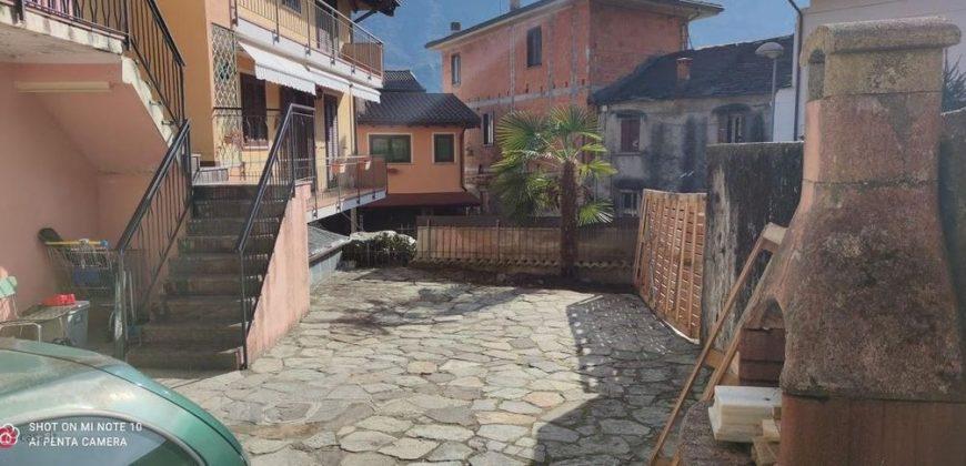 Foto Casa semi indipendente con cortile privato, Ramate