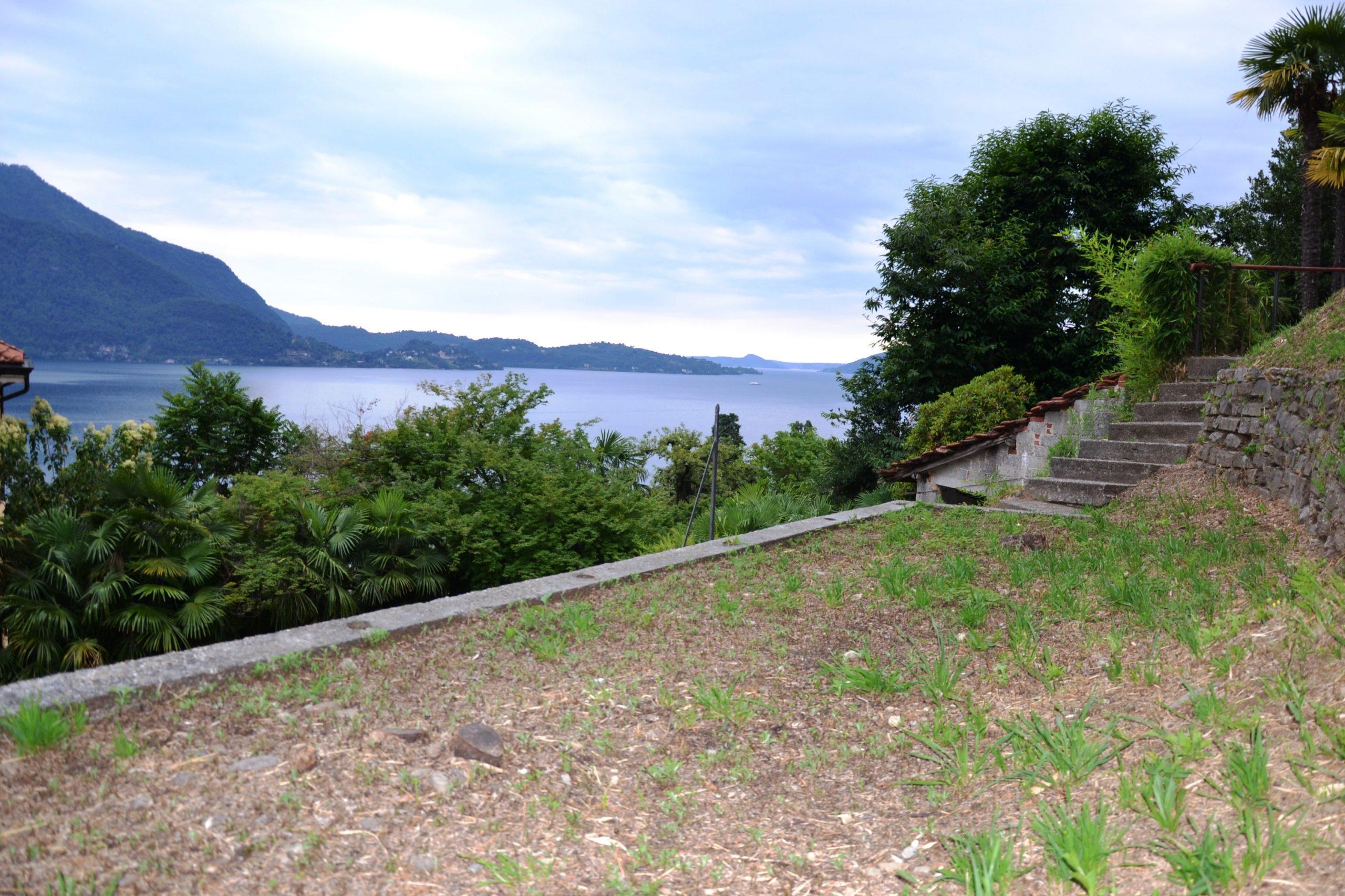 Foto Porzione di casa con giardino e vista lago, Ghiffa