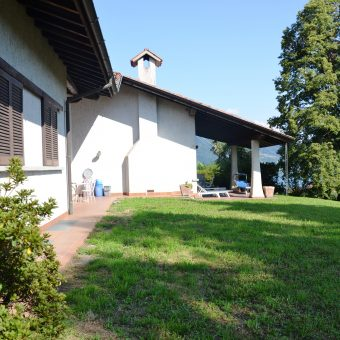 Villa con generoso giardino e vista lago, Verbania
