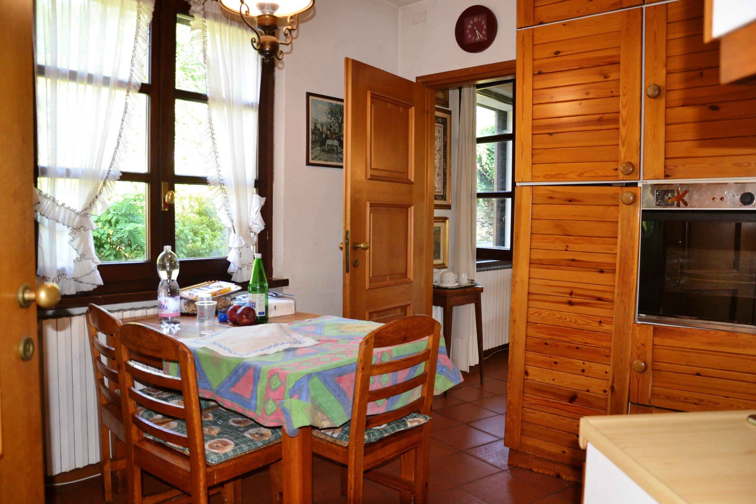 Foto Villa con generoso giardino e vista lago, Verbania
