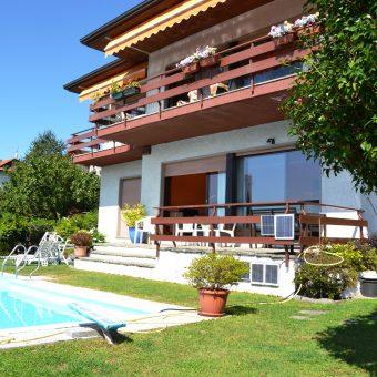 Villa bifamigliare con vista lago e piscina, Arizzano