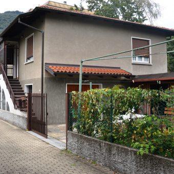 Villa da ristrutturare con giardino, Intra