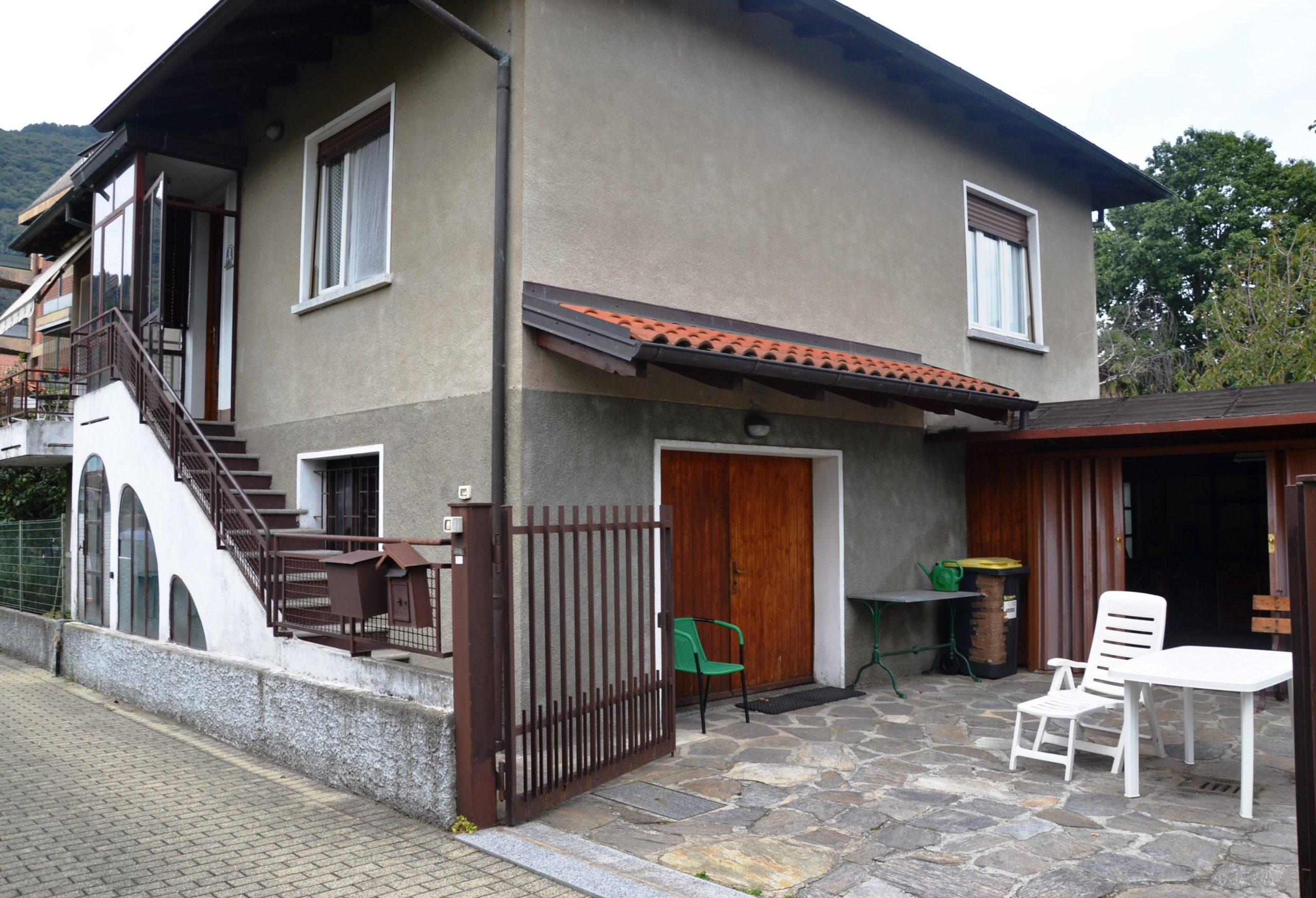 Foto Villa da ristrutturare con giardino, Intra