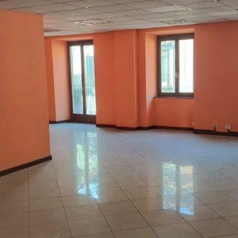 Ufficio/Quadrilocale in centro con box, Gravellona Toce